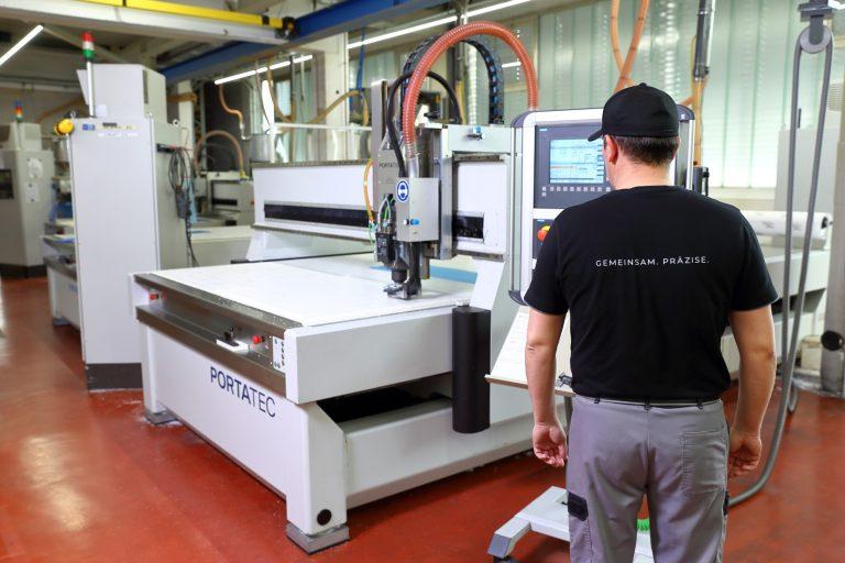 cnc-sm-kunststoff-zerspanung-technische-hochleistungs-standard-kunststoffe-ladenbau-elektrotechnik-maschinenbau-medizin-umwelt-lebensmitteltechnik.jpg