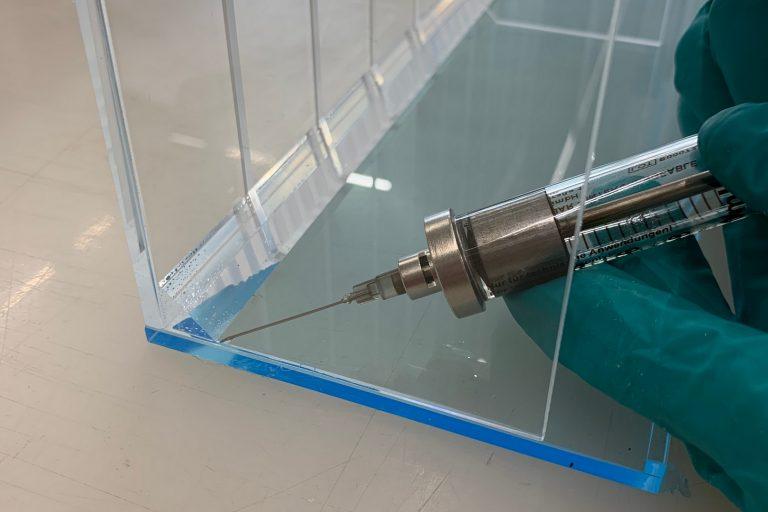 kunststoff-kleben-acrylglas-plexiglas-polymethylmethacrylat-pmma-medizintechnik